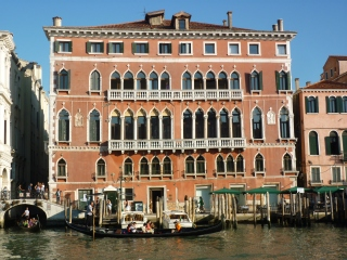 Venice - Wicked building - notice the sloped balcony - it's sinking people ahhh